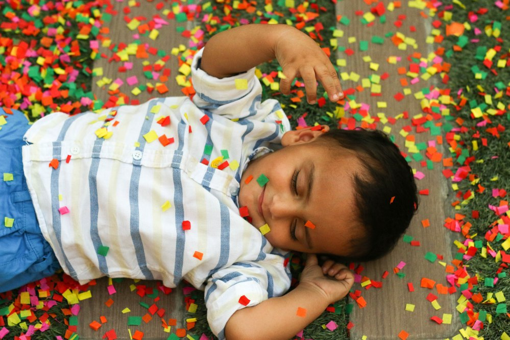 baby confetti photography