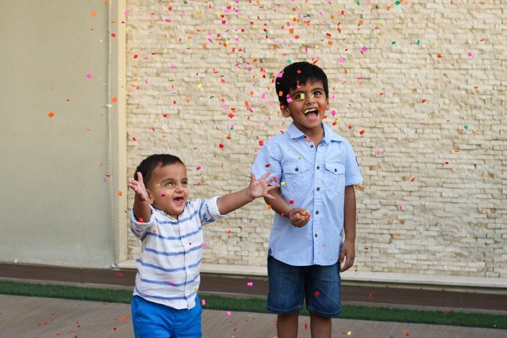 kids photography with confetti