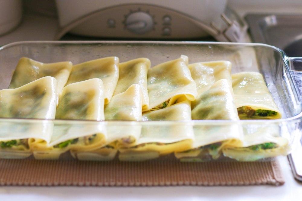 assembling canneloni pasta rolls