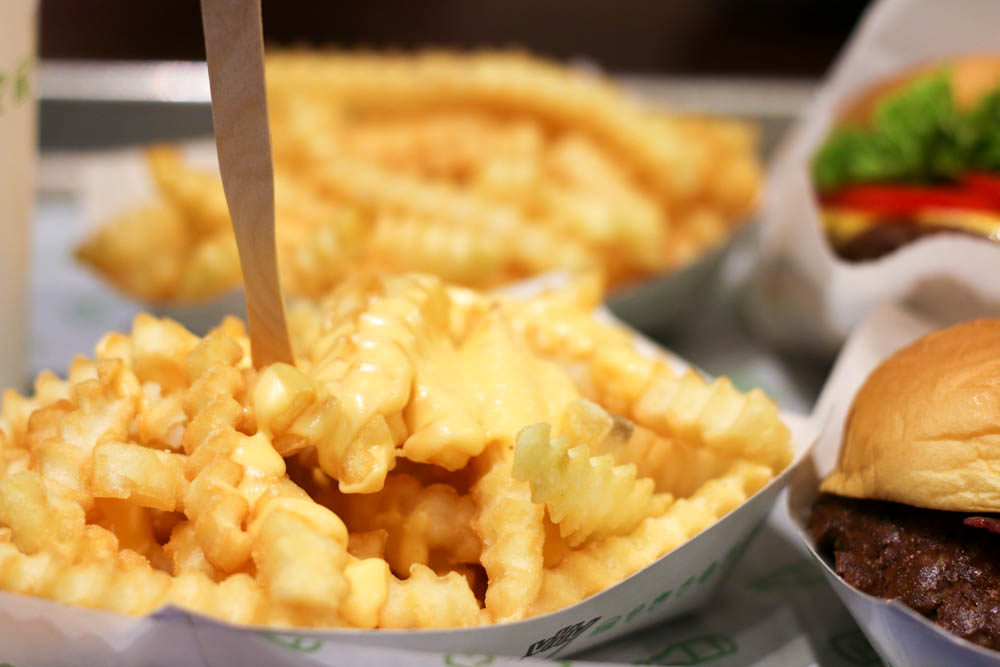 crinkle cut cheesy fries